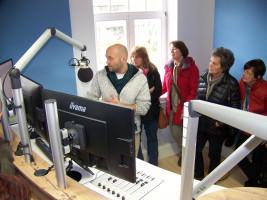 Martin Ansorge erklärt die Technik bei Radio Oberland